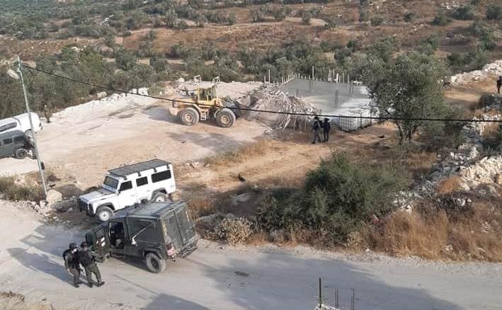 L'occupation démolit une maison en construction dans le village de Sikka à Hébron
